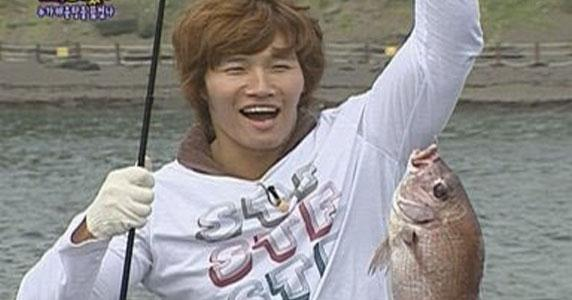 """One Man"" Kim Jong Kook catches ""One Fish"""